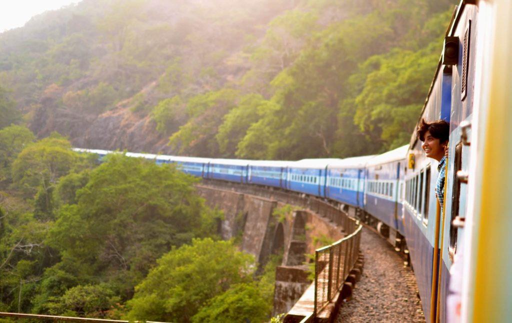 Tog på Sri Lanka. Du oplever mere med den lokale transport. Tips til alle backpackere