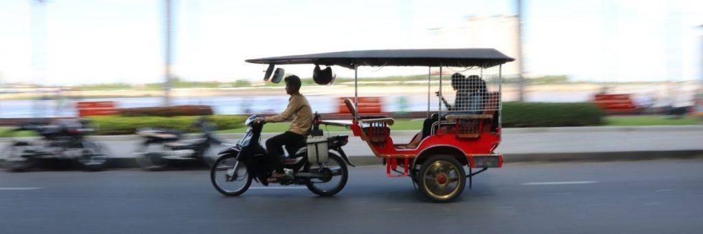 Den mest brugte transportform i landet er motoer. Backpacking i Cambodia